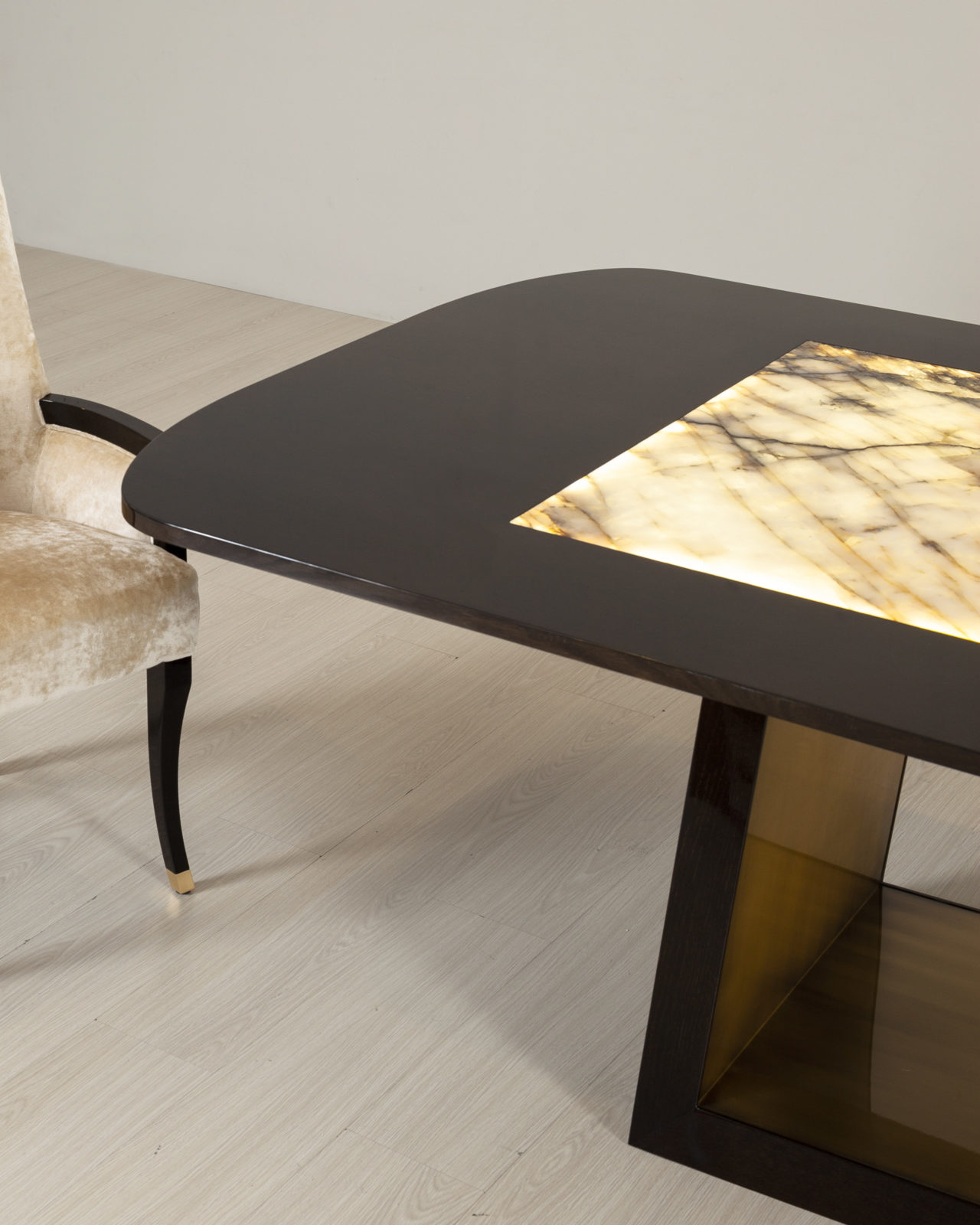 Greenapple Olisippo Table